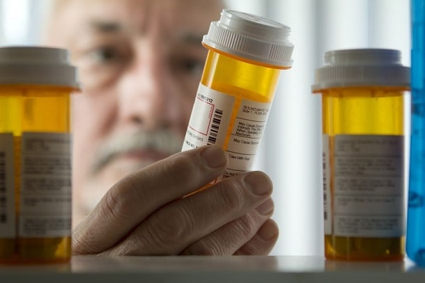 Älterer Patient mit Medikamenten